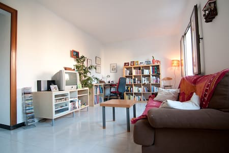 Single room in the real Barcelona - Barcelona - Apartment