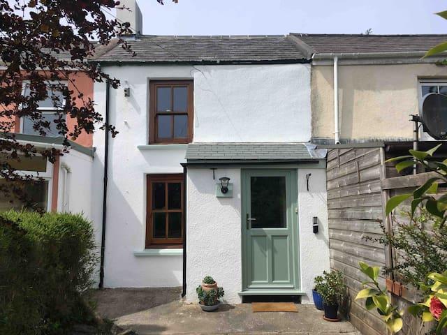 Sunnyside, tucked away cottage