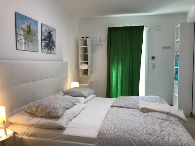 Zimmer 6 Bett