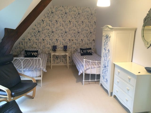 Luxury Family Suite, BnB with Pool - Le Mesnil-Garnier - Bed & Breakfast