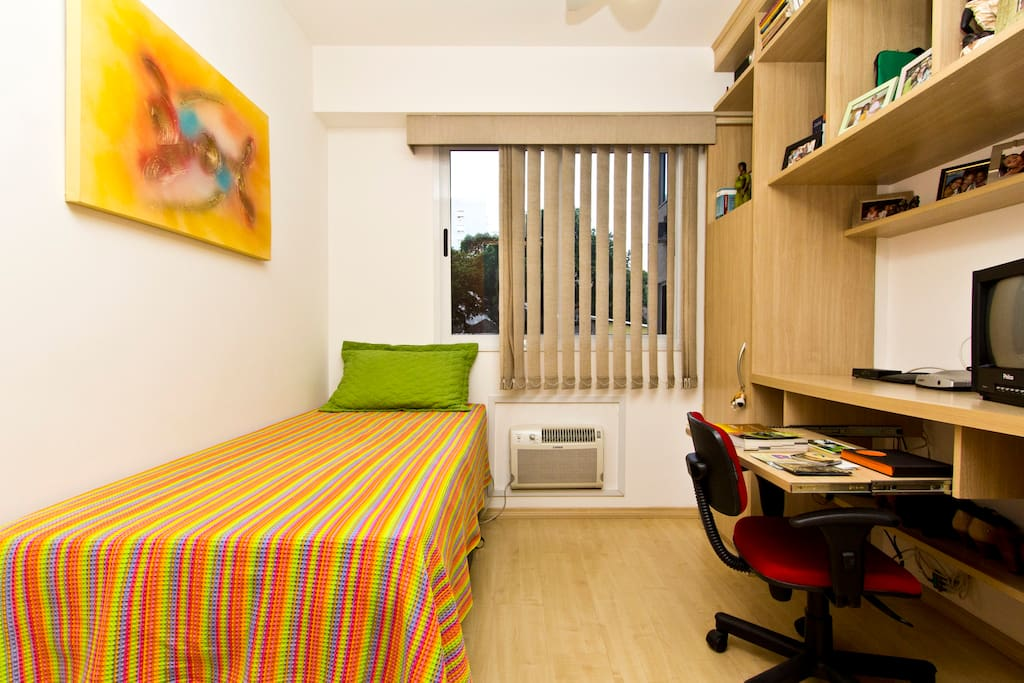Seu quarto/Your room/Tú habitación