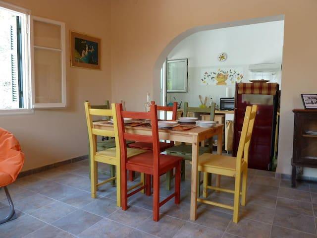 Relaxing house with garden - Faiakes - Huis
