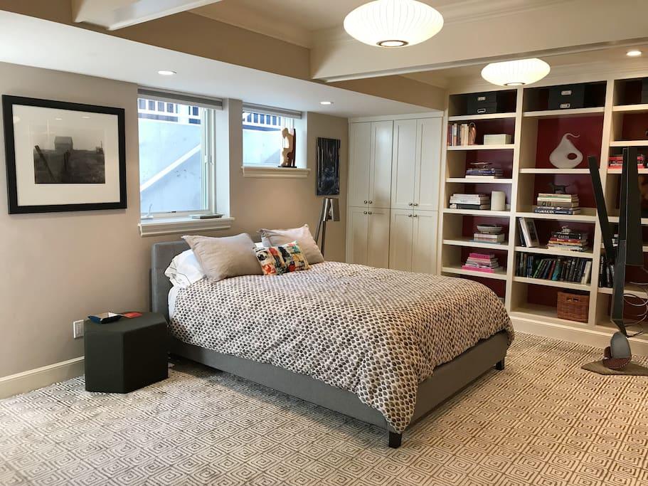 Queen bed; great mattress