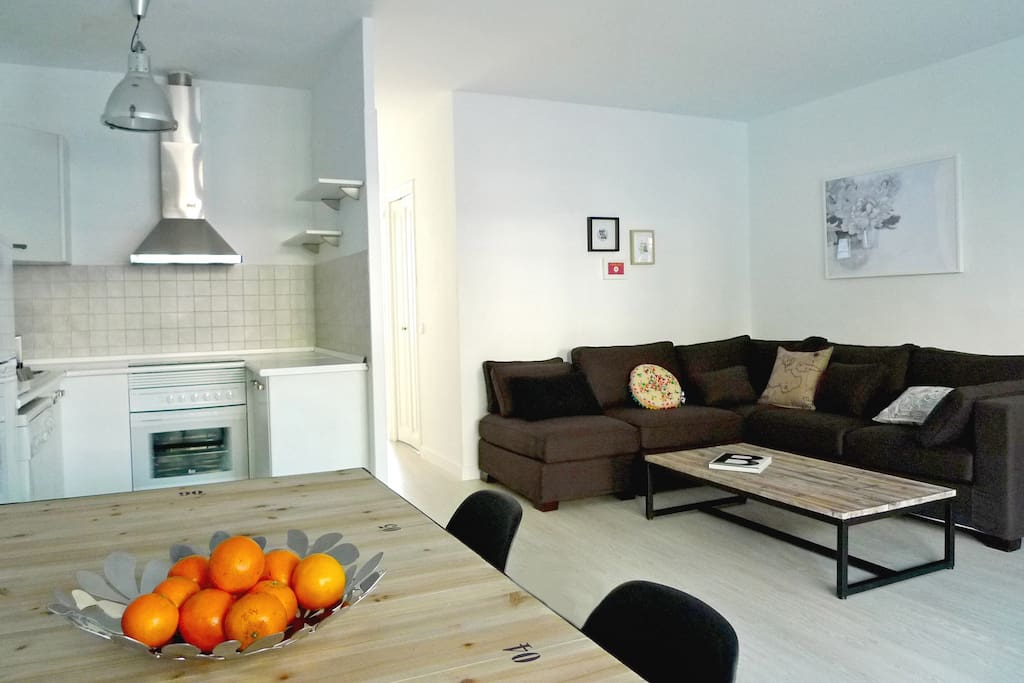 Amplia sala de estar comedor con acceso a la terraza