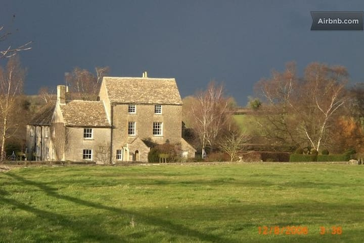 Double w/private bath.Farmhouse B&B - NR Malmesbury - Bed & Breakfast