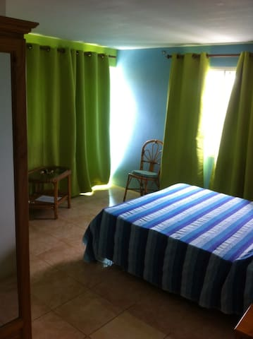 Chambre cato verte au TIBAMBARI