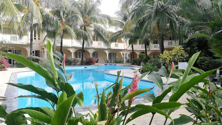 ★Le Palmier Holidays |Beach |Pool |Tropical Garden
