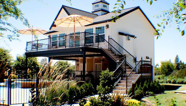 Cottage Pool House, Large Balcony, Separate Unit