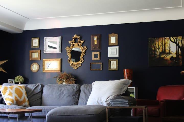 Interior Decorator's Home! Walk to restaurants/bar