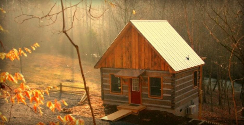 Deer Run:  Waterfront Log Cabin - Elkin - กระท่อม