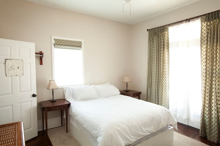 Inn at the Springs / Magnolia Room #4 - Siloam Springs - Pousada