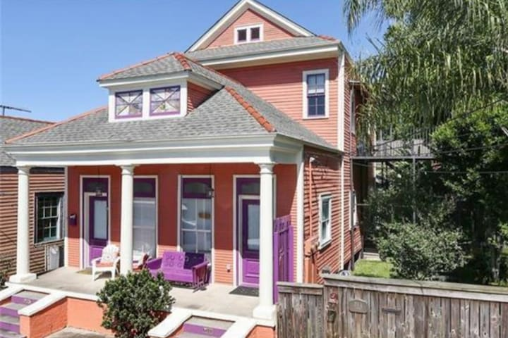 30 Day Min stay Bywater w/ view, 1 block to River!