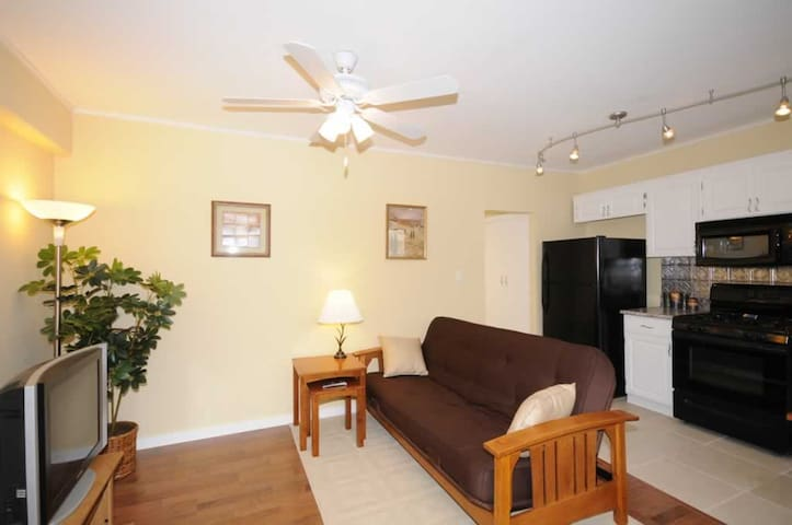 One Bedroom Waikiki Getaway Apartments For Rent In