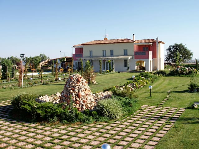 Villa with beautiful courtyard in Kilkis suburbs - Kristoni - Villa