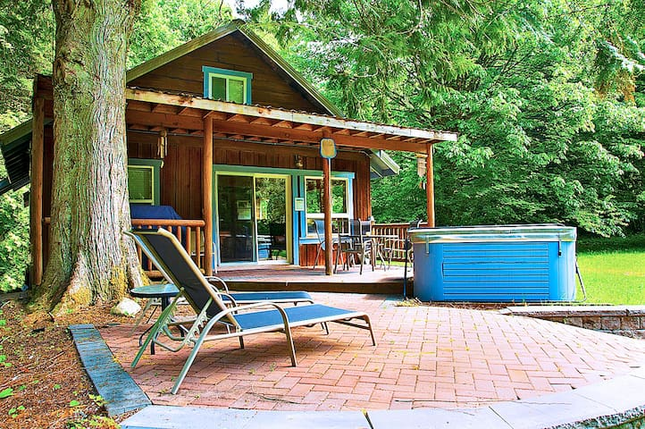 MYSTY MOUNTAIN CABIN - Seclusion on the River! - Skykomish - Cabaña