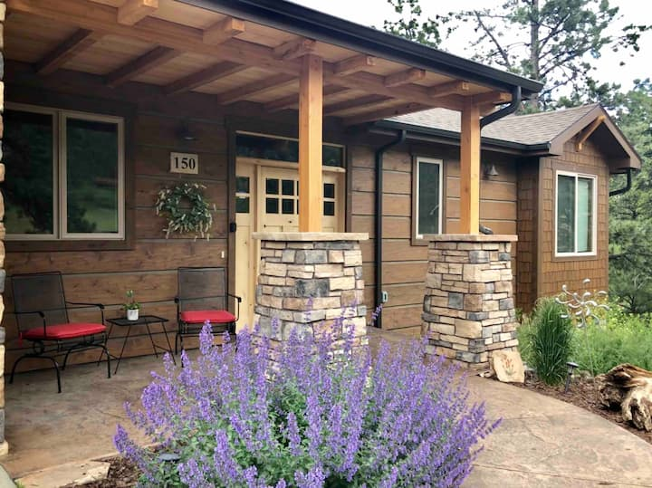 Mountain Memories- Private 4 Bedroom Close to Town