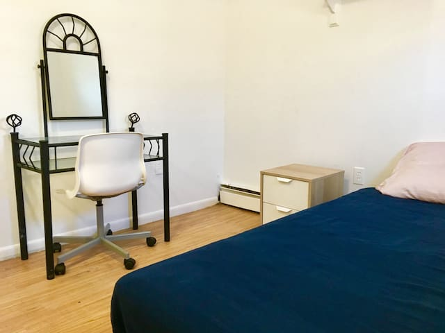 Private Room in Rockaway House-Nearby JFK & Subway