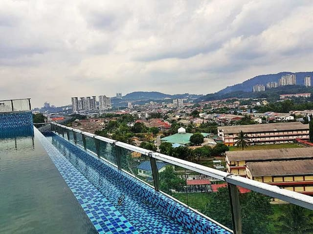Amazing Condo directly linked to MRT @ Saville