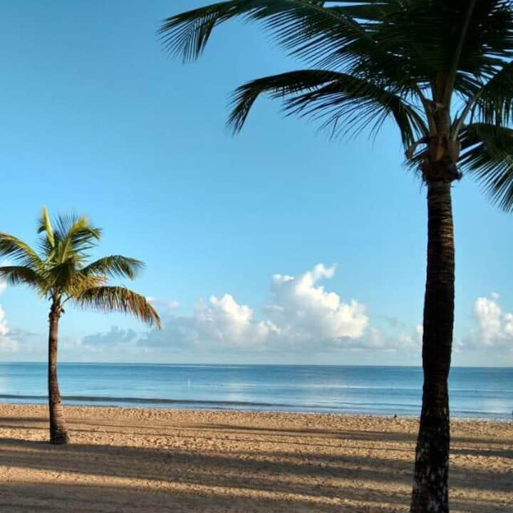 Beautiful villa, beach and pool just steps away!