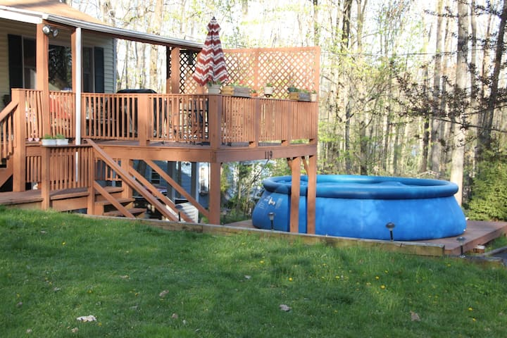 Camelback summer house with pool and new hot tub! - Henryville - Casa