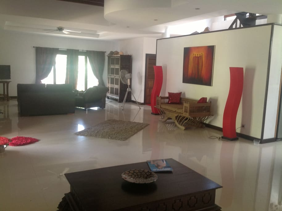 Spacious lounge area with satellite TV and wifi.