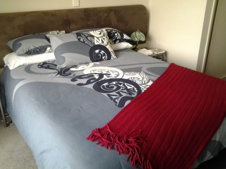 Kingston Room, Queen bed & single bed
