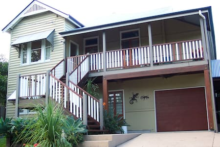Valentine's Nest S/C living space - Toowong