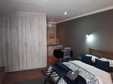 Wisteria Lane - Room 2