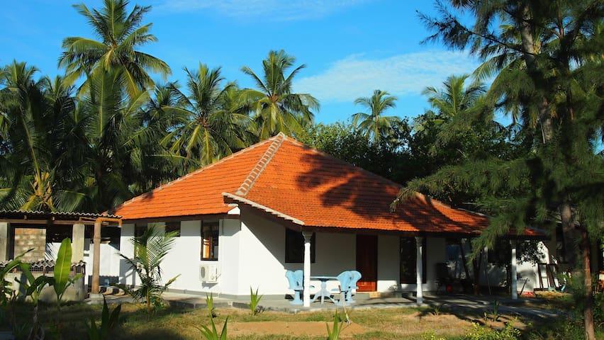 Sea View Villa 108 Palms Beach (8pax,2xA/C),Trinco - Nilaveli - Villa