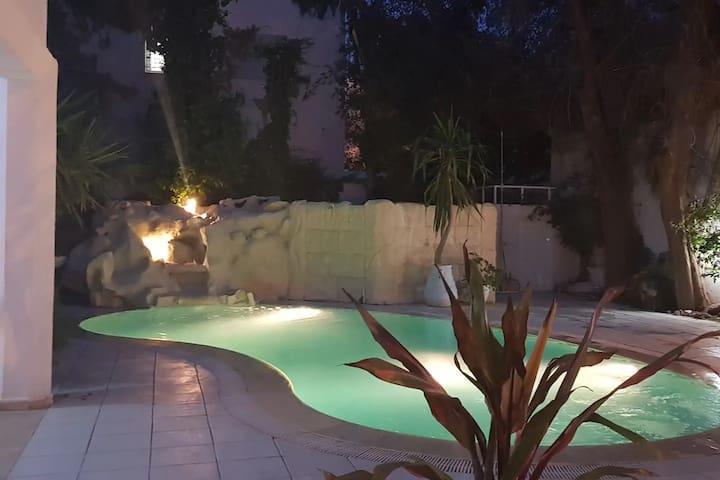 Villa Carthagene /Jacuzzi -swimingpool- Billard