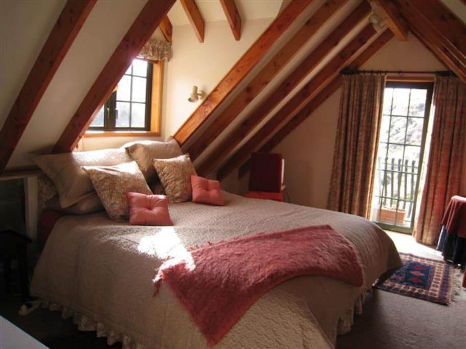 Large king bed with Juliet balcony