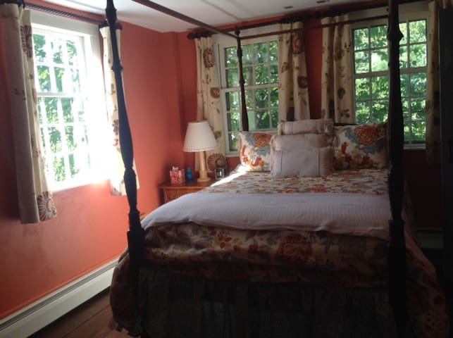 Private 18th c home  beautiful convenient setting - Woodbury - Guesthouse