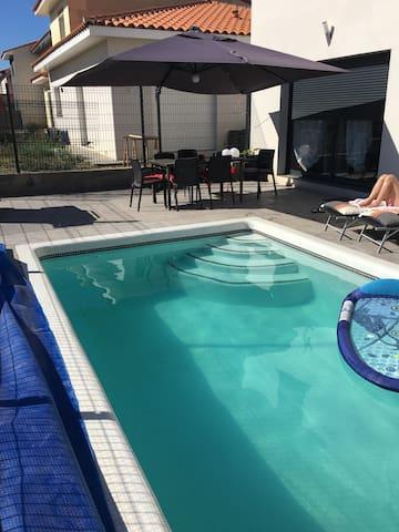 Nuit + petit dej + wifi + piscine - Canohès - Villa