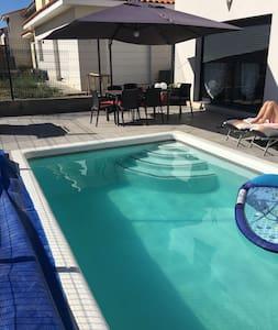 Nuit + petit dej + wifi + piscine - Canohès