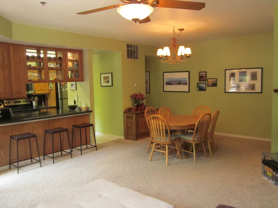 Living Room / Dining area w/ pass through to Kitchen
