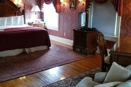 Julia's Suite - Julia's Bed and Breakfast