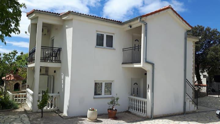 Kucic-Apartments #4 (2+1 child), Jezera