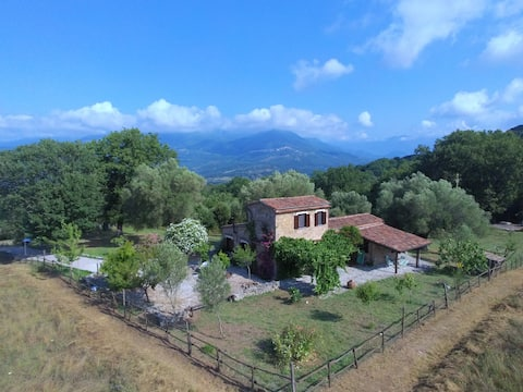 Valle degli Olivi, omgeven door prachtige natuur.