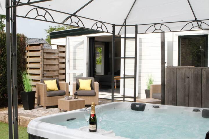 Luxe Wellness huisje met jacuzzi op de Veluwe!