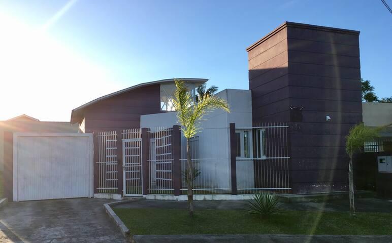 Casa nova, compartilhada, ideal para famílias.