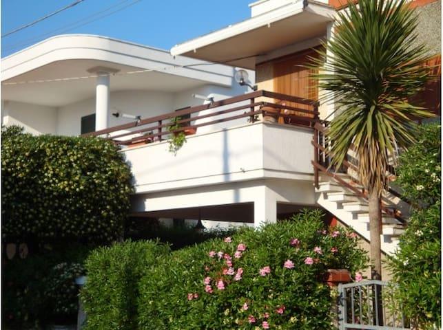 Appartamento Torre Santa Sabina vista mare - Torre Santa Sabina - 公寓