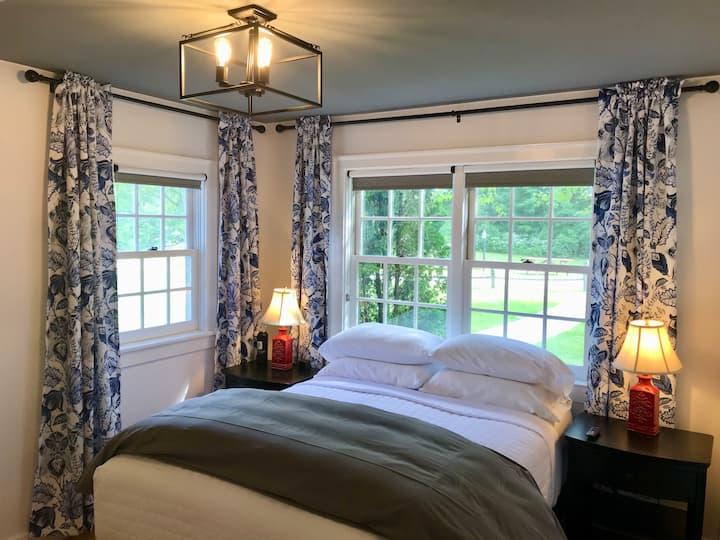 Franklin @ 1824 House Inn + Barn