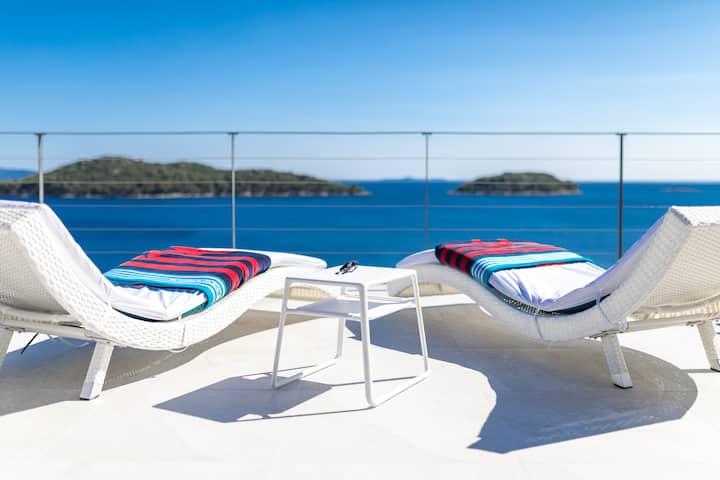 Villa Desire - Three Bedroom Villa with Pool and Sea View
