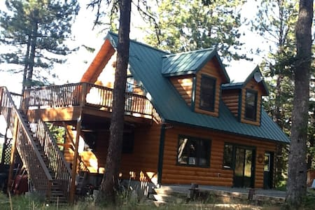 Cozy Log Cabin Retreat in the Woodlands - The Dalles
