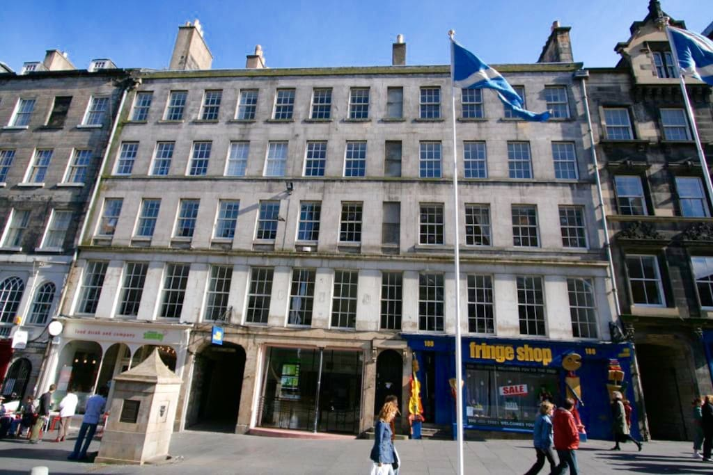 The location of the flat on the Royal Mile