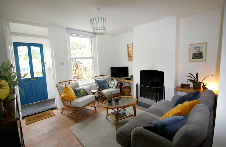 Relax in Comfortable 2BR Coastal Cottage near Deal
