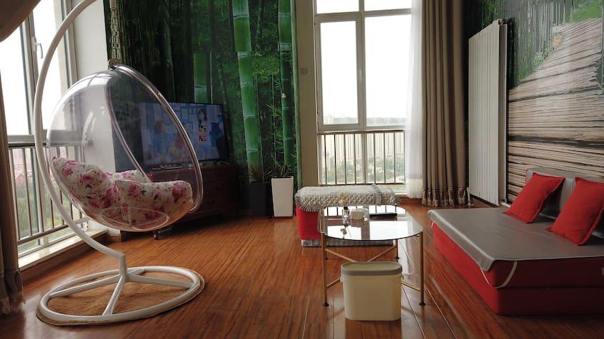 『空中花园』唯美超大落地窗/观湖景复式loft精装全新/近正翔万达/50寸小米电视