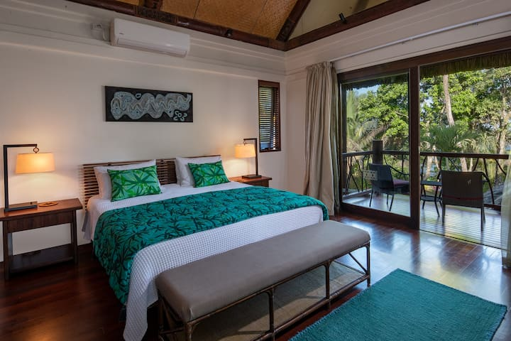Ocean room with own private balcony that looks out over the tree tops to the Ocean. Can accomodate an extra single bed. Air conditioning, ceiling fans, satellite TV & DVD.  Large ensuite with walk-in-robes & bath.