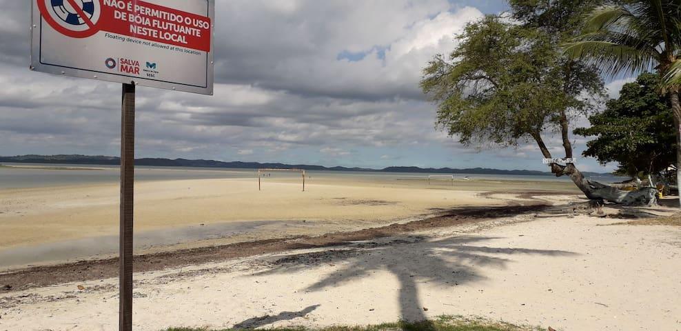 Casas de praia padrão com básico para sua estadia.