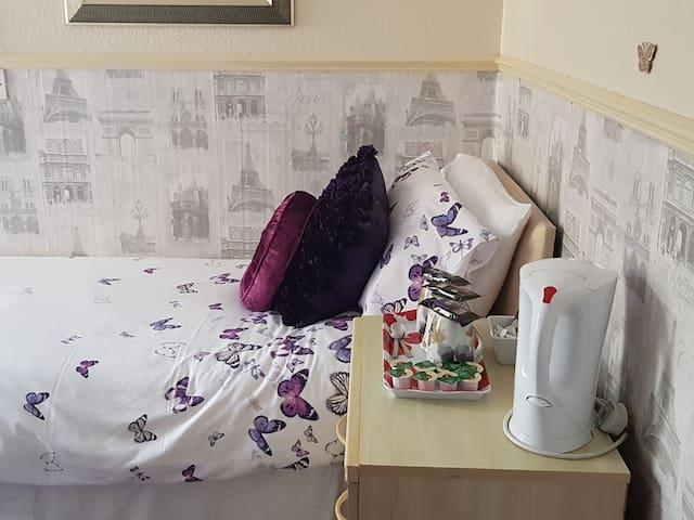 Single room-Private Bathroom